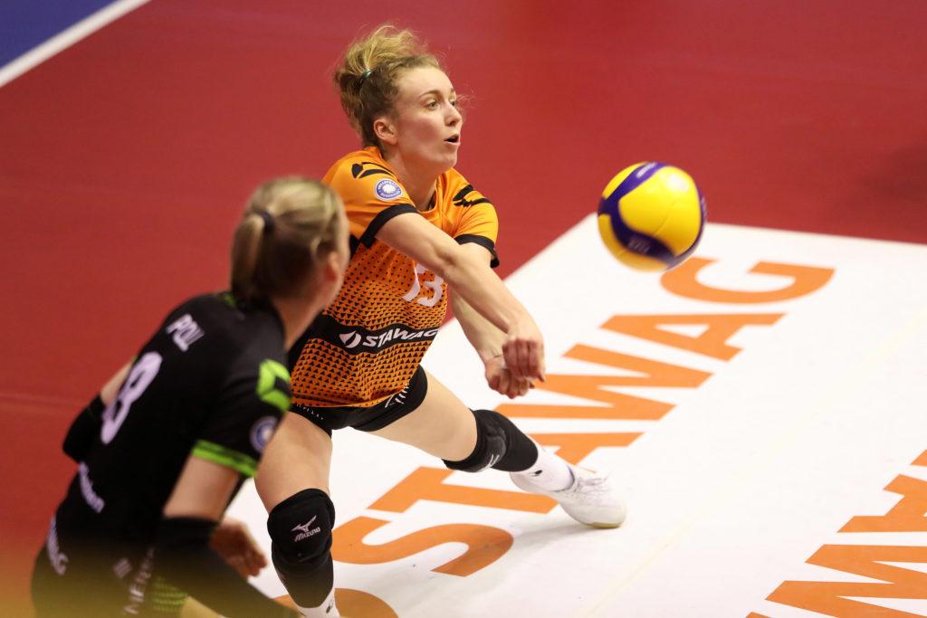 Annie Cesar (orangenes Trikot) wird auch in der Saison 2021/22 für Aachen spielen