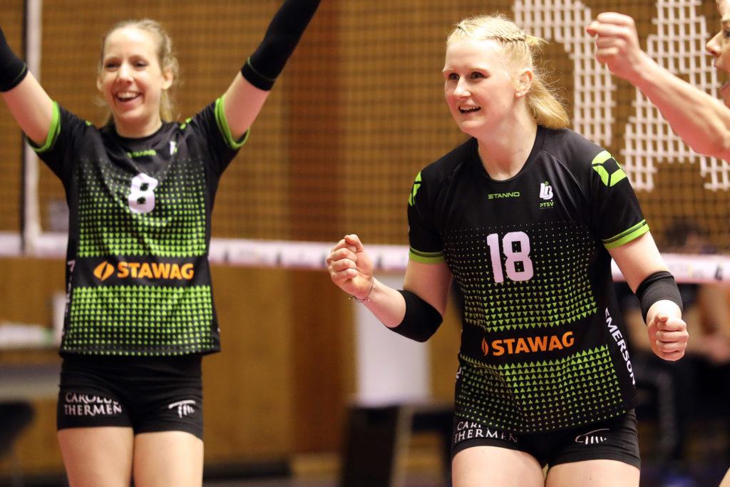Leonie Schwertmann (rechts) kann auch in der kommenden Saison zusammen mit Jana-Franziska Poll jubeln